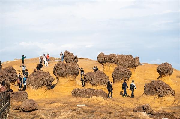 자연이 빚어낸 기묘한 기암괴석을 볼 수 있는 예류지질공원