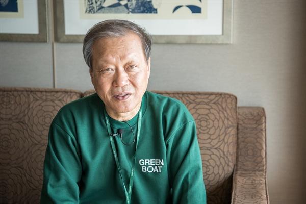 <오마이뉴스>와 인터뷰 중인 최열 환경재단 이사장