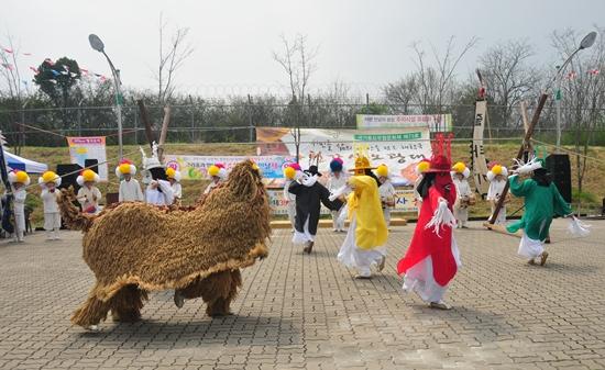 ▲ 2017년 4월 가산오광대 공연 중 2과장인 영노과장 모습.