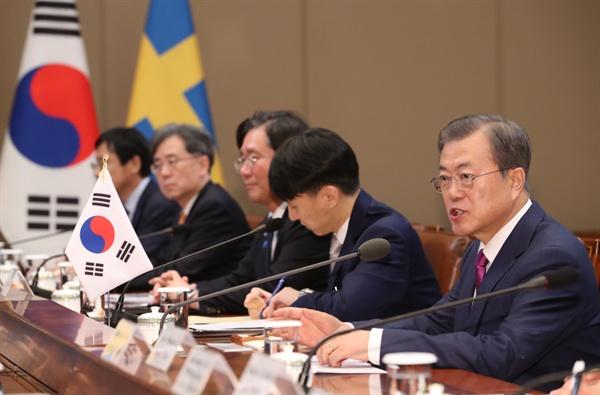 발언하는 문 대통령 문재인 대통령이 18일 오후 청와대에서 스테판 뢰벤 스웨덴 총리와 정상회담을 하고 있다.