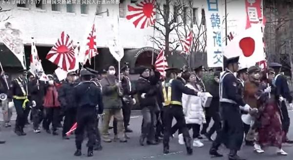 """'19년 2월 17일 """"일한국교단절선언대행진""""을 하고 있는 일본 혐한단체(유튜브 채널 それぞれの主張 갈무리)"""