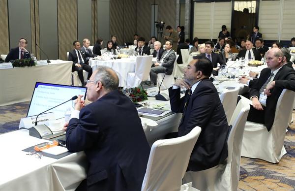 전략연 NK포럼 국정원 산하 국가안보전략연구원(전략연)은 20일 오후 서울 종로구 포시즌스 호텔에서 주한 외교관을 초청해 '북한 정세와 전망'을 주제로 NK 포럼을 열었다.