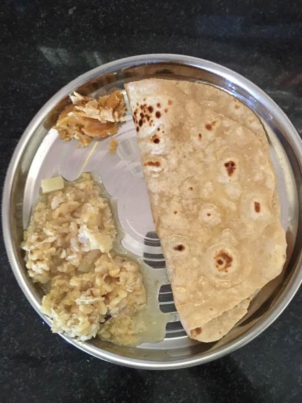 인도에서 흔히 먹는 점심 인도에서 생활하며 간단하게 요리를 해먹고 있습니다. 현지에서 어떤 음식을 먹는지 보여주고자 합니다.