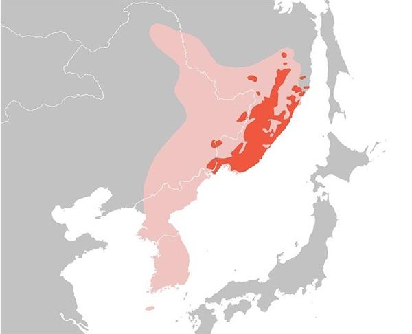 아무르 호랑이의 분포도. 분홍색은 1800년대까지도 포착됐으나 지금은 절멸된 지역. 빨간색은 현재 서식지. 아무르 호랑이는 생물학적으로 한국 호랑이와 같은 종류이다.