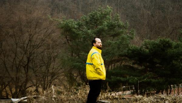 인디 일렉트로닉 아티스트 레인보우99(본명 류승현)은 지난해 경기도 동두천시에서 보고 느낀 것을 <동두천> 앨범에 소리로 풀어냈다.