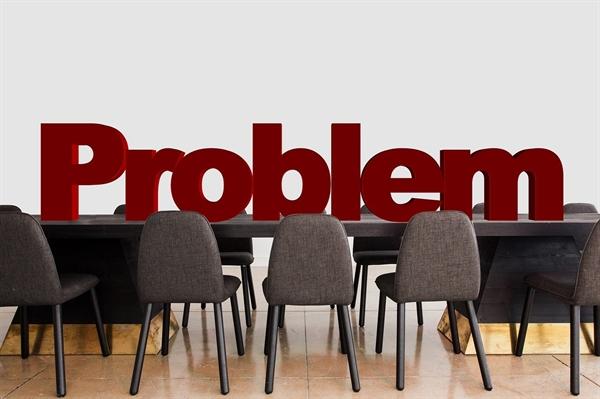아파트 관리조직을 한 사람이 사유화할 경우 질은 형편없이 떨어진다.