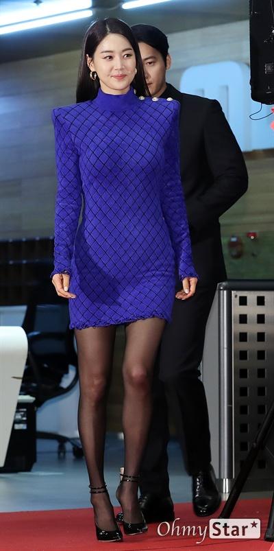 'MBC 연기대상'  한지혜, 맘껏 뽐낸 아름다움 30일 오후 서울 상암동 MBC에서 열린 <2019 MBC 연기대상> 포토월에서 '황금정원'의 배우 한지혜가 포토타임을 갖고 있다.