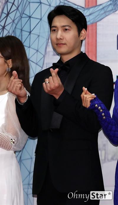 'MBC 연기대상' 이상우, 사랑꾼의 정석 30일 오후 서울 상암동 MBC에서 열린 <2019 MBC 연기대상> 포토월에서 '황금정원'의 배우 이상우가 포토타임을 갖고 있다.