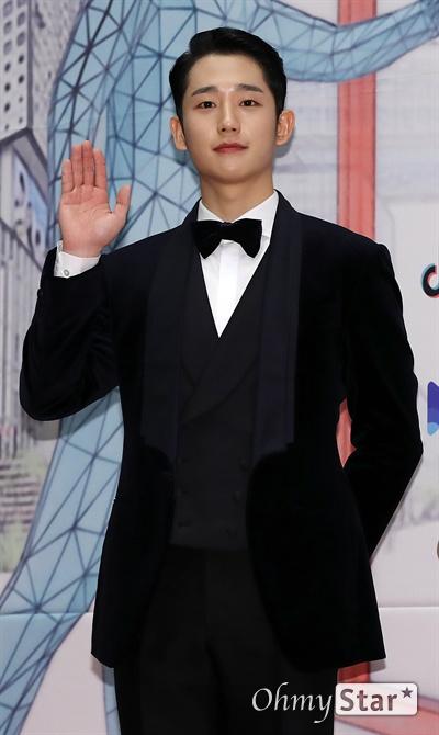 'MBC 연기대상' 정해인, 차분하고 묵묵하게 30일 오후 서울 상암동 MBC에서 열린 <2019 MBC 연기대상> 포토월에서 '봄밤'의 배우 정해인이 포토타임을 갖고 있다.