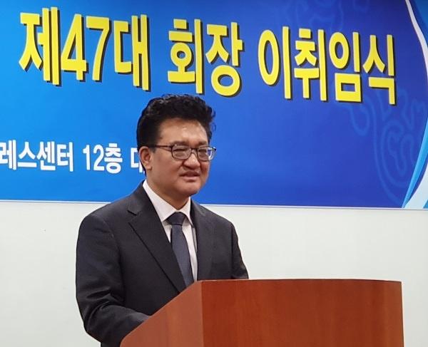 김동훈 신임회장 김동훈 신임 한국기자협회장이 취임사를 하고 있다.