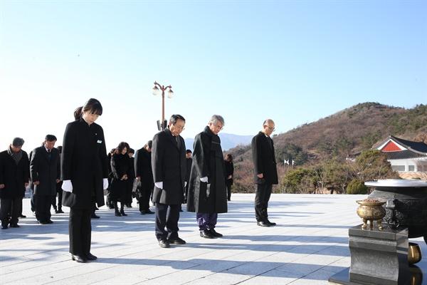 박종훈 경남도교육감은 1일 국립3.15민주묘지를 참배했다.