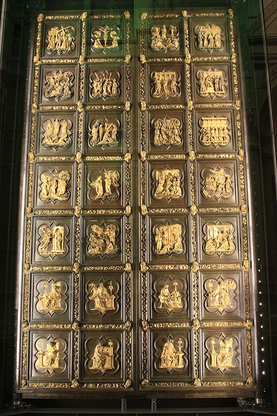 조반니 세례당 북문 진품   두오모 오페라 박물관에 있다. 천국의 문에 비하면 다소 소박하게 느껴진다.