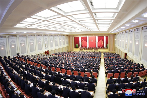 북한 전원회의 김정은 북한 국무위원장이 지난달 31일 노동당 중앙위원회 본부청사에서 제7기 제5차 전원회의를 지도했다고 1일 조선중앙통신이 보도했다.