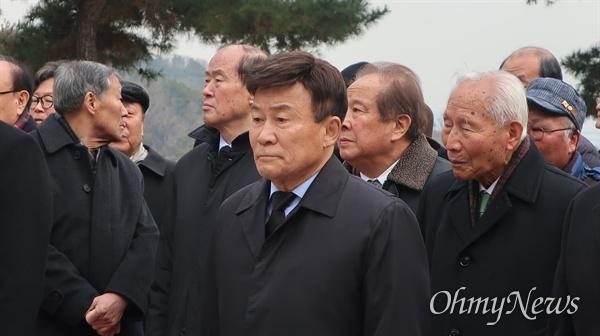 국립현충원에는 국가공인 친일파 11명이 잠들어 있다. 김원웅 회장이 장군2묘역에서 '친일청산'을 외치고 있다.