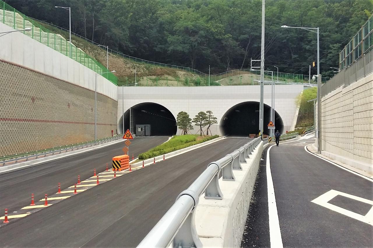 개통을 앞둔 터널의 모습. 2020년에도 다양한 노선들이 시민들의 곁을 찾아간다.