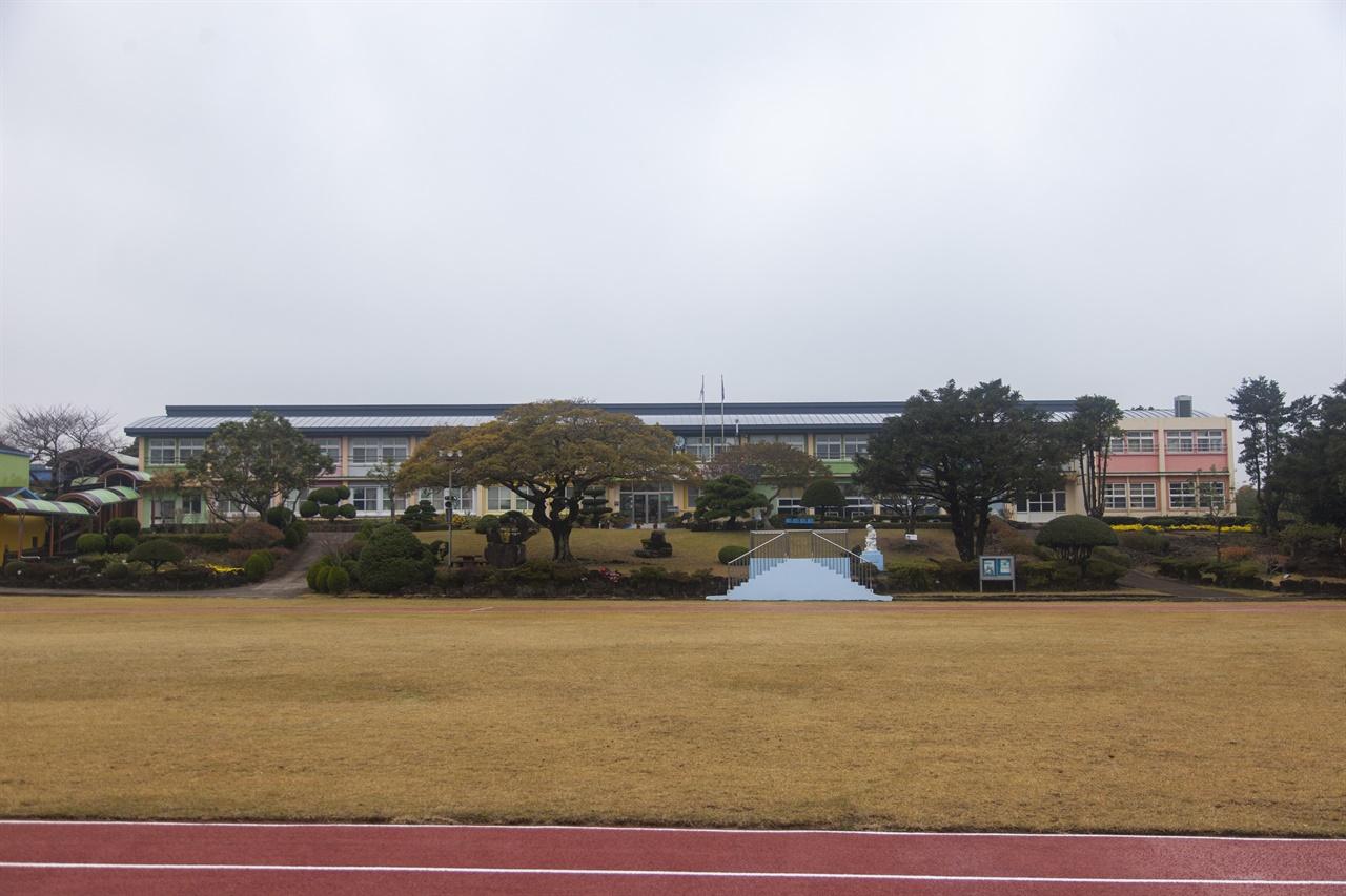 성산읍 수산리에 위치한 수산초등학교