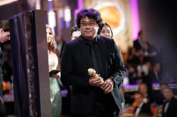 77회 골든글로브상 시상식에서 최우수 외국어영화상을 수상한 <기생충> 봉준호 감독