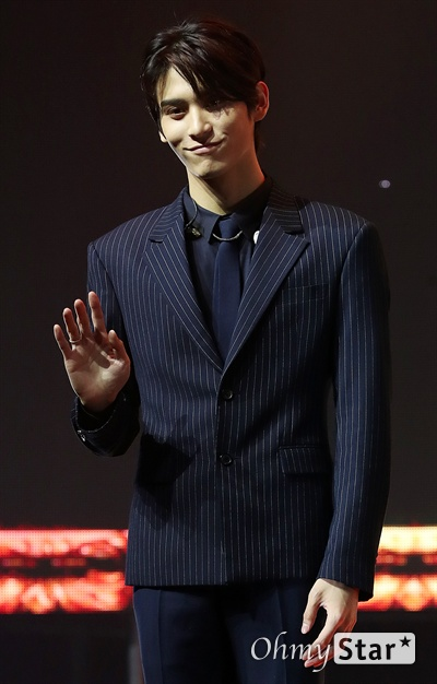 'SF9' 태양, 빛나는 미소 SF9의 태양이 7일 오후 서울 한남동의 한 공연장에서 열린 정규 1집 <퍼스트 컬렉션(FIRST COLLECTION)> 발매 쇼케이스에서 포토타임을 갖고 있다.