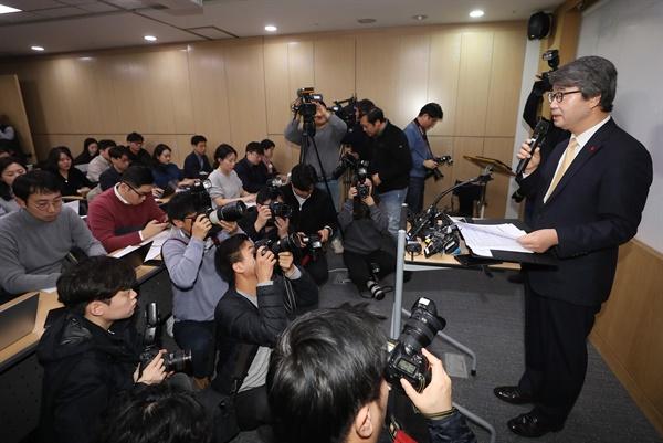 삼성그룹준법감시위원장으로 내정된 김지형 전 대법관(법무법인 지평 대표변호사)이 9일 서대문구 사무실에서 기자간담회를 하고 있다. 2020.1.9