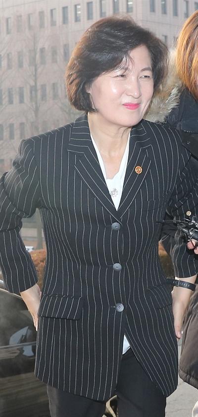 추미애 법무부장관이 10일 오전 정부과천청사로 출근하고 있다.