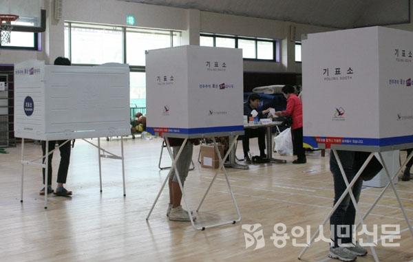 2017년 열린 제 19대 대통령 선거에서 젊은층이 투표소를 대거 찾아 참정권 행사를 하고 있다.