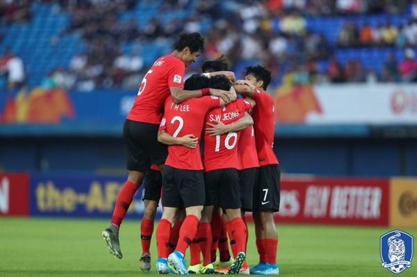 한국 올림픽 대표팀 김학범 감독이 이끄는 한국 U-23 대표팀이 난적 이란을 2-1로 물리치고 2020 도쿄올림픽 아시아예선 8강에 진출했다.