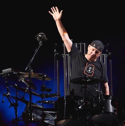 캐나다를 대표하는 록 밴드 러시(Rush)의 드러머 닐 피어트가 현지 시각 1월 7일 사망했다.