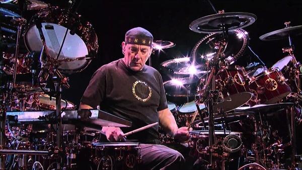 닐 피어트는 드럼 연주로도 최고의 경지에 올랐음은 물론 공상과학소설과 일상을 넘나드는 밴드 러시의 노랫말을 작성한 만능 아티스트였다.