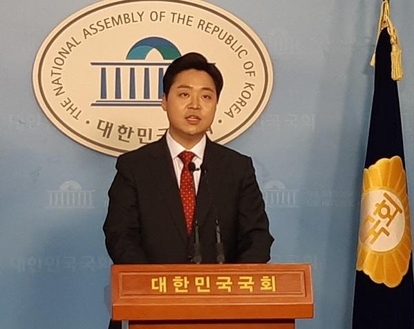 정원석 전 한국당 강남을 당협위원장이 13일 국회 정론관에서 21대 국회의원 출마선언을 하고 있다.