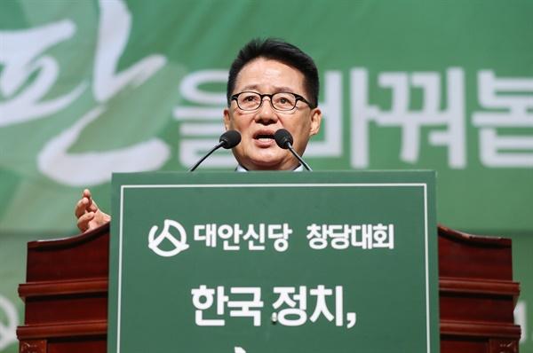 대안신당 박지원 의원이 지난 12일 오후 서울 여의도 국회 의원회관에서 열린 대안신당 중앙당 창당대회에서 축사하고 있다.