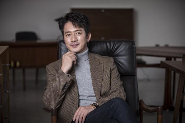 영화 <히트맨>에서 악마 교관 덕규 역의 배우 정준호의 모습.