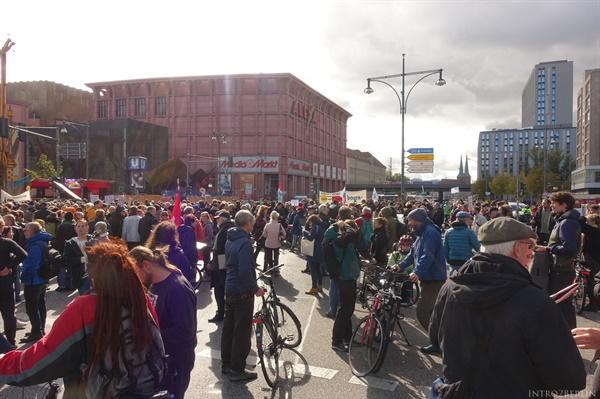 """2009년 10월에 있었던 베를린 세입자 시위 """"부동산 투기에 레드 카드를(Rote Karte fur Spekulation)"""""""