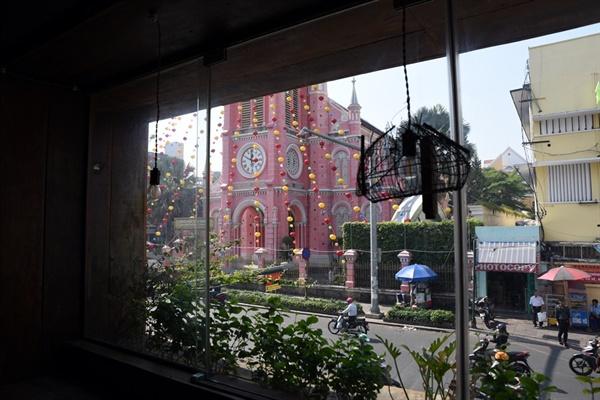 분홍 성당 콩카페에서