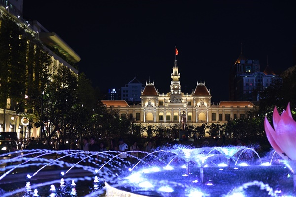 인민위원회 청사 밤에 보는 풍경