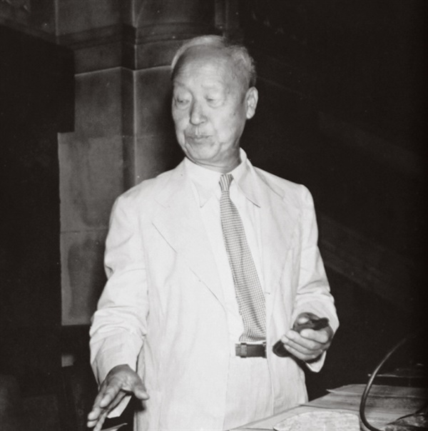 제헌국회에서 대통령으로 선출된 이승만(1948. 7. 20.)