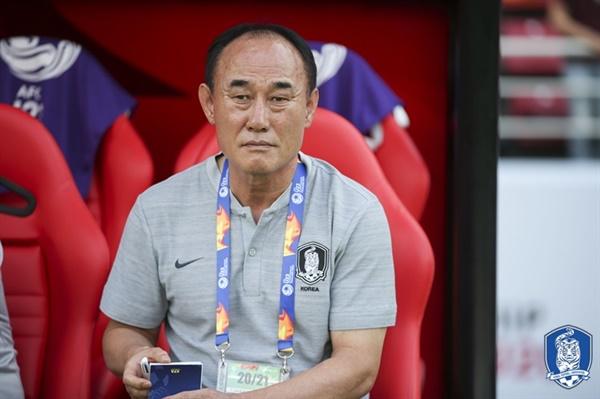 김학범 감독 이번 2020 AFC U-23 챔피언십에서 보여주고 있는 김학범 감독의 로테이션 시스템과 용병술은 큰 호평을 받고 있다.