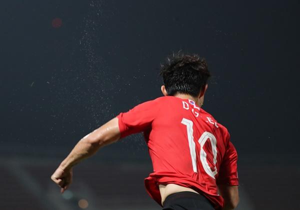 이동경 극적 결승골 19일 오후(현지시간) 태국 랑싯 탐마삿 스타디움에서 열린 2020 아시아축구연맹(AFC) U-23 챔피언십 한국과 요르단의 8강전. 이동경이 후반 추가시간 극적인 결승골을 넣은 뒤 환호하고 있다.