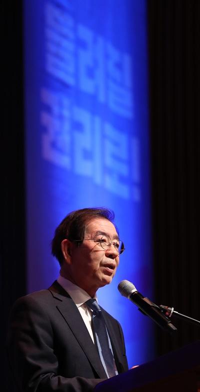 지난 19일 오후 서울시청에서 열린 '청년 불평등 완화 범사회적 대화 기구 출범행사'에서 박원순 서울시장이 발언하고 있다.