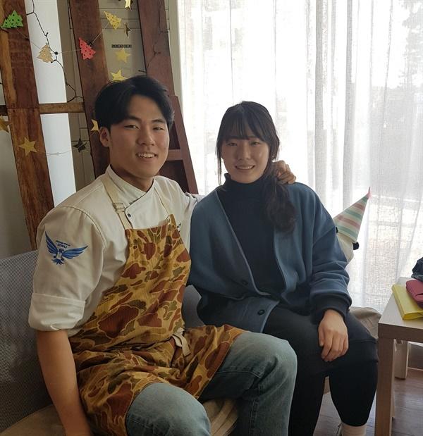 박태하 대표(왼쪽)는 무한한 가능성이 있는 홍성에서 자신의 전공을 살려 지역민들과 어우러져 살고 싶다는 작은 소망을 밝혔다.