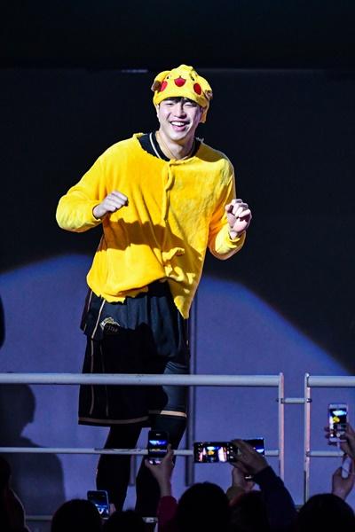 피카츄 의상 입고 온 김종규 선수