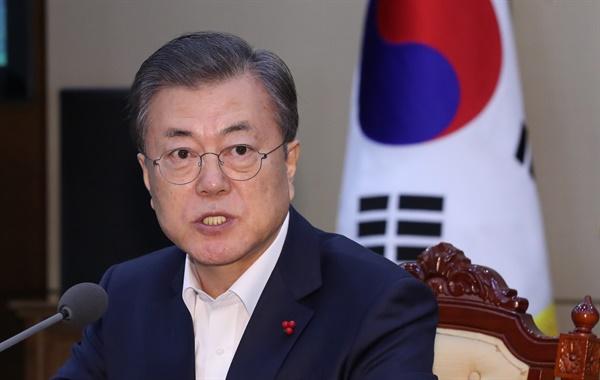 발언하는 문 대통령 문재인 대통령이 20일 오후 청와대에서 열린 수석·보좌관 회의에서 발언하고 있다.