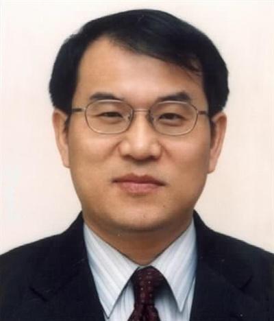 대법원은 20일 김명수 대법원장이 대법관후보추천위가 추천한 4명의 신임 대법관 후보자 중 노태악(58.사법연수원 16기) 서울고등법원 부장판사를 최종 후보자로 선정해 문재인 대통령에게 임명을 제청했다고 밝혔다
