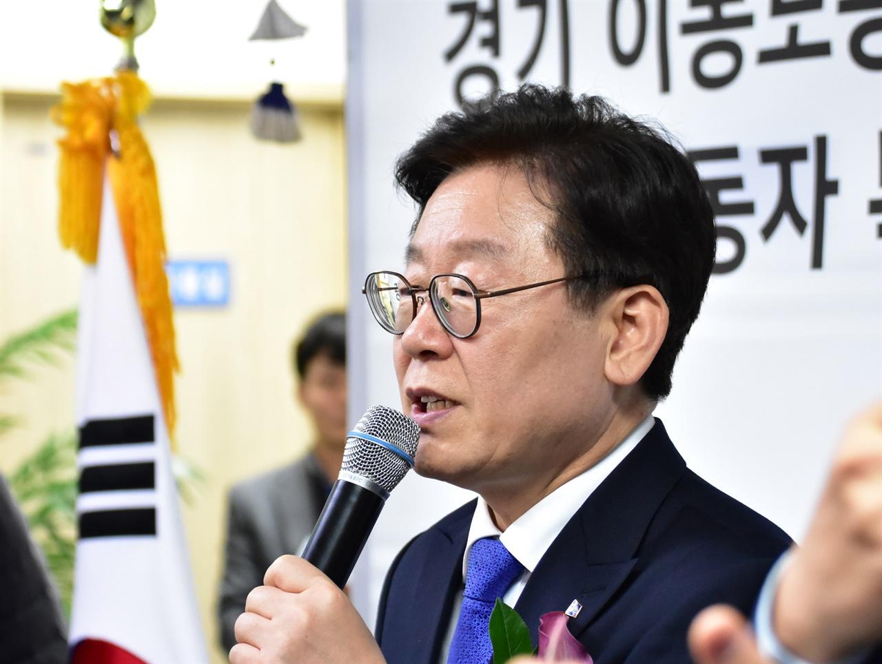 20일 광주시 경안동에 문 연 첫 번째 경기 이동노동자쉼터 개소식에서 인사말을 전하고 있는 이재명 경기지사