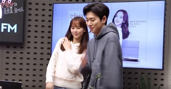 KBS 쿨FM 공식 유튜브 채널에 등록된 강한나의 '아무노래' 챌린지 영상.  그녀가 진행하는 < 볼륨을 높여요 >에 출연한 지코와 함께 촬영된 이 영상물은 공식 MV 못잖은 조회수로 관심을 모았다.