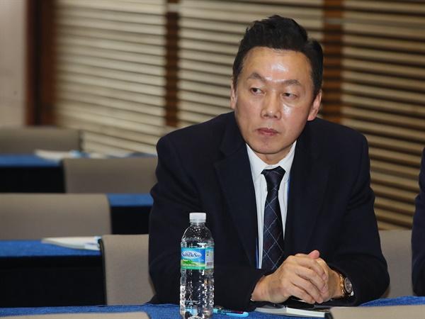 민주당 총선 입후보자 교육연수 참석한 정봉주  더불어민주당 정봉주 전 의원이 22일 서울 용산구 백범김구기념관에서 열린 제21대 총선 입후보자 교육연수에 참석하고 있다.