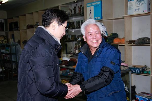 김경수 경남지사는 22일 오후 창원 진해중앙시장을 방문했다.
