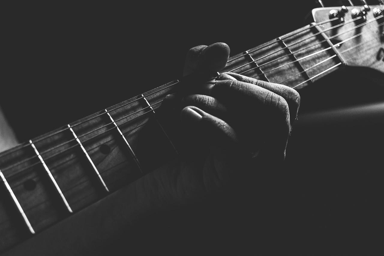 기타는 시간을 손가락 끝으로 느끼게 해주는 악기다.