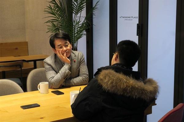 박용진 더불어민주당 의원이 <오마이뉴스>와 인터뷰를 하고 있다.