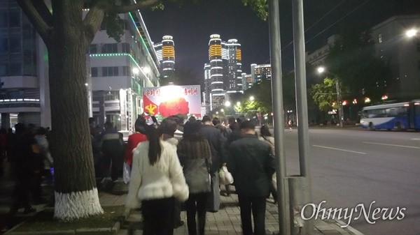 평양의 밤거리 (2015년 10월11일).