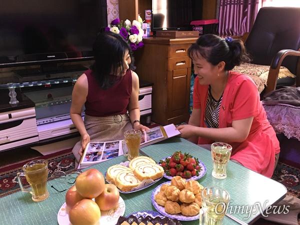 북한의 수양딸 리설향의 집에서(2017년 5월19일 평양).